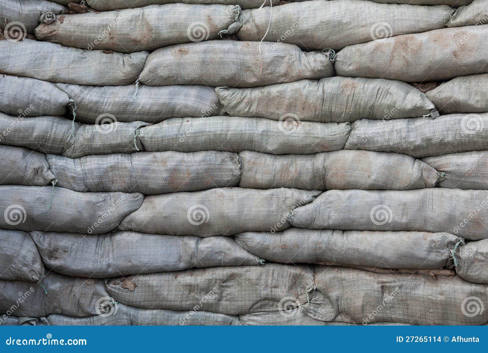 sacs de sable pour la protection d 39 inondation photo stock image du milieux heap 27265114. Black Bedroom Furniture Sets. Home Design Ideas