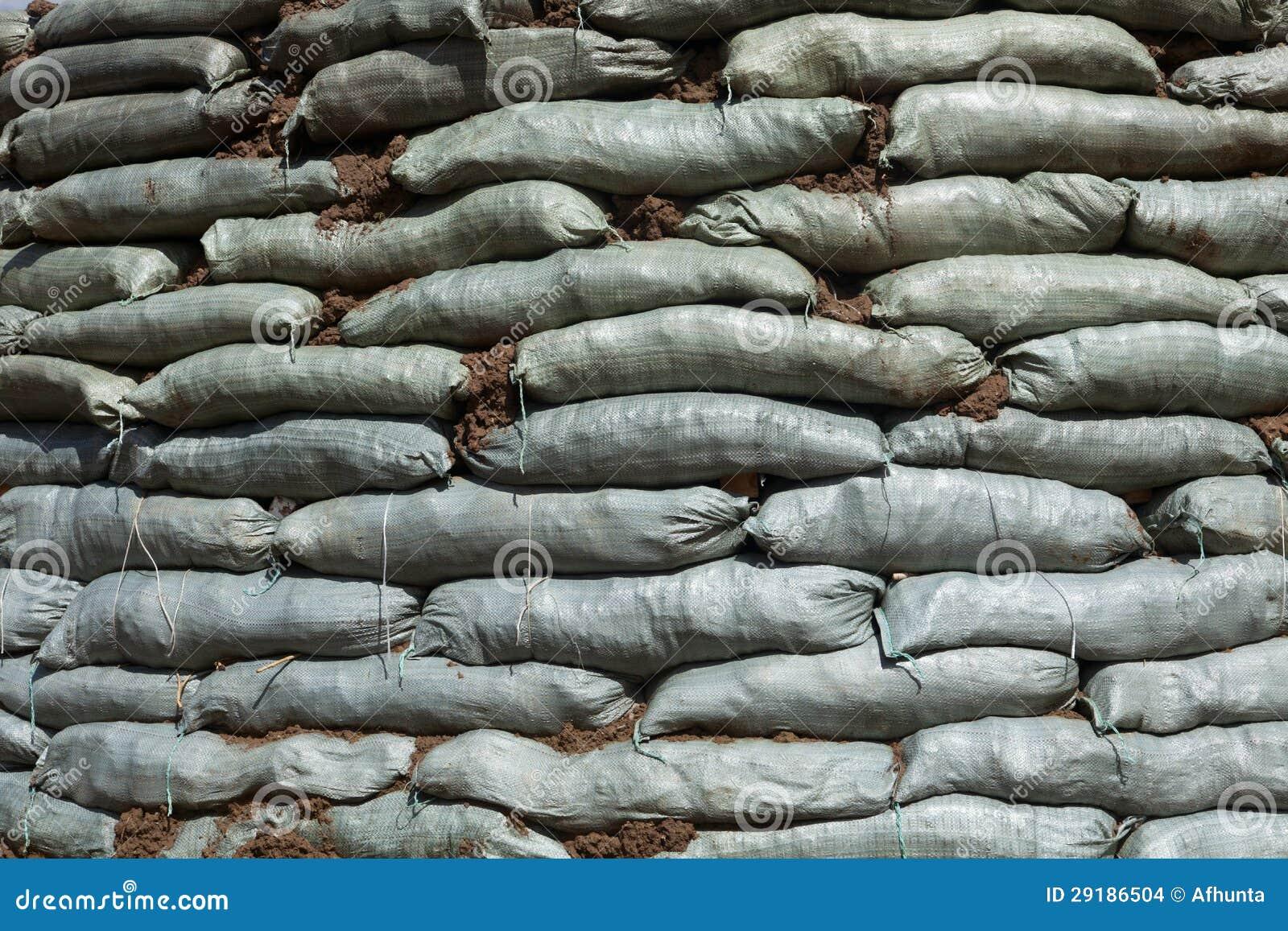 Sacs de sable pour la protection d 39 inondation images stock image 29186504 - Inondation sac de sable ...