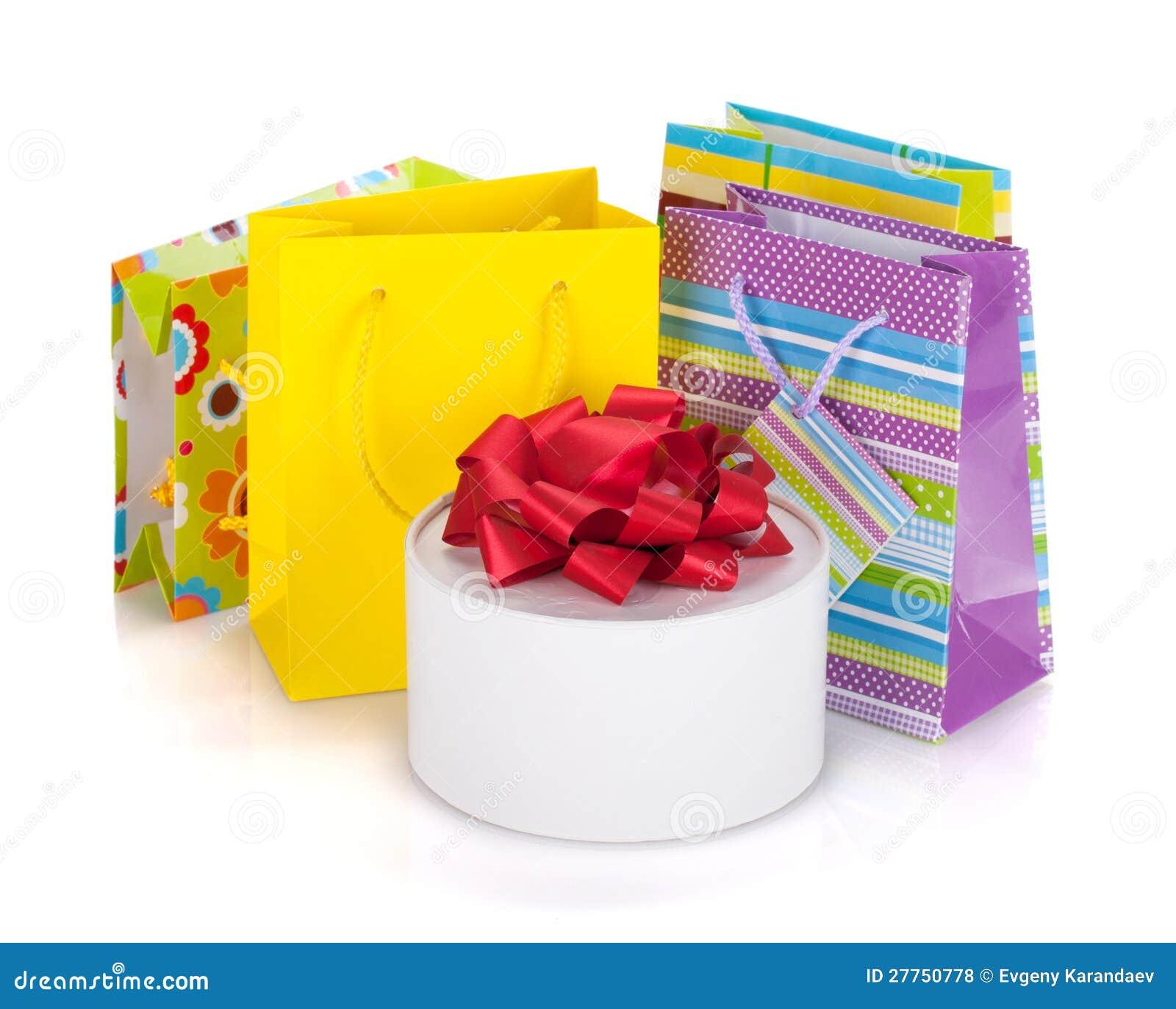 Sacs et cadre colorés de cadeau