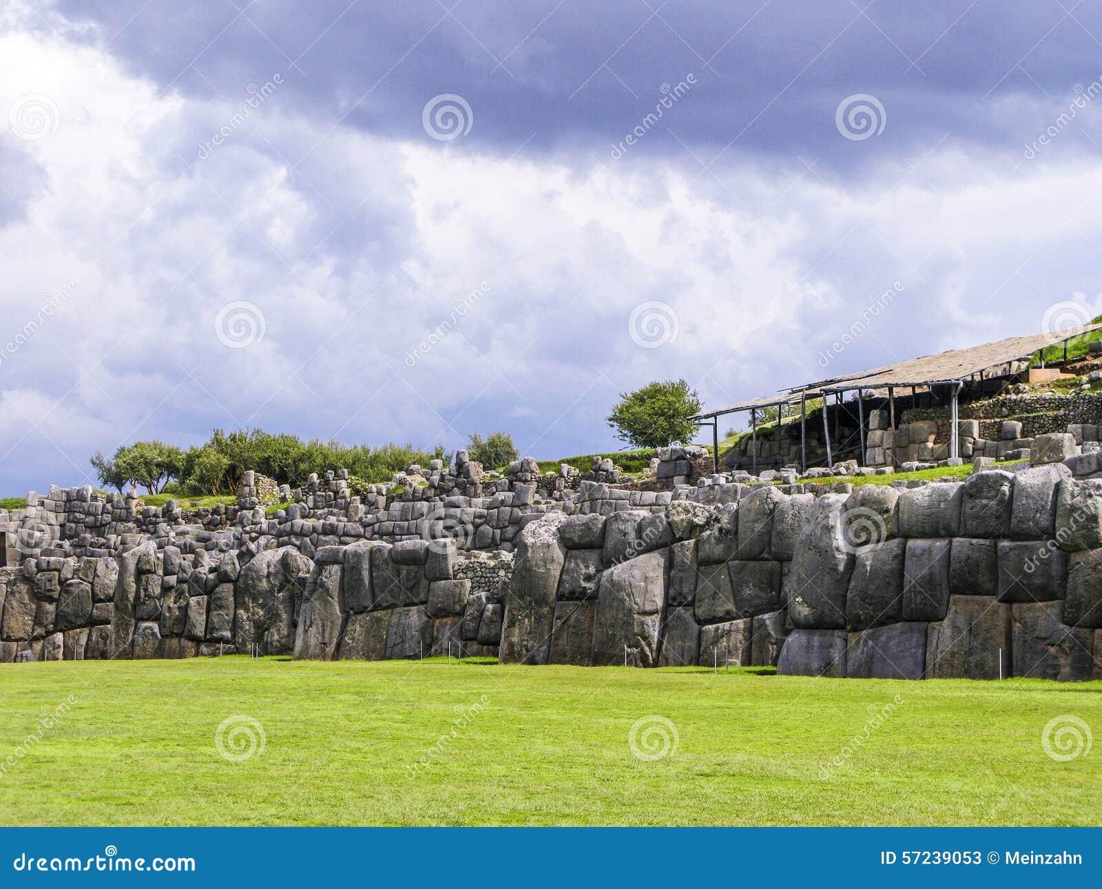 Sacsayhuaman, ruines d Inca dans les Andes péruviens chez Cuzco