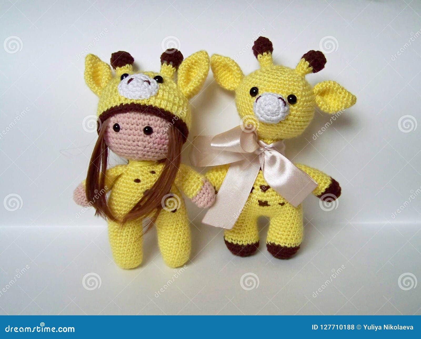 Sleeping Giraffe Amigurumi free crochet pattern - Amigu World | 1290x1600