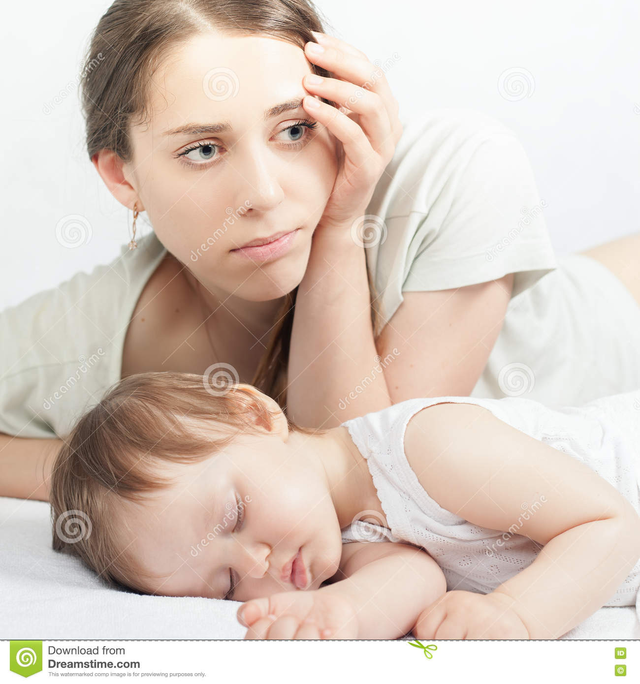 Sad Mother With Baby Stock Photo - Image: 71163320 Baby Girl Crying Animation