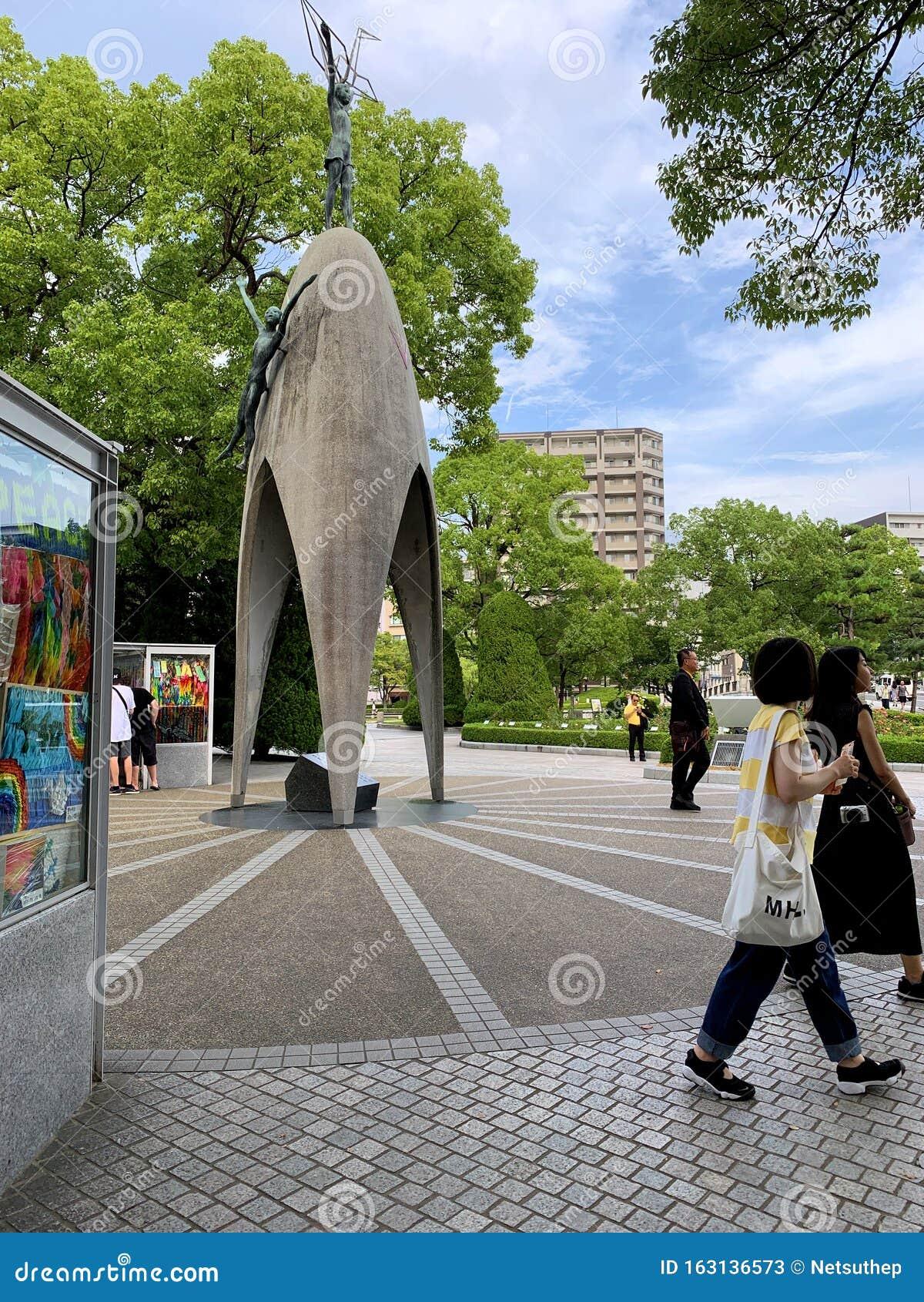 2000 Paper Cranes - A Memorial to Sadako Sasaki, a child
