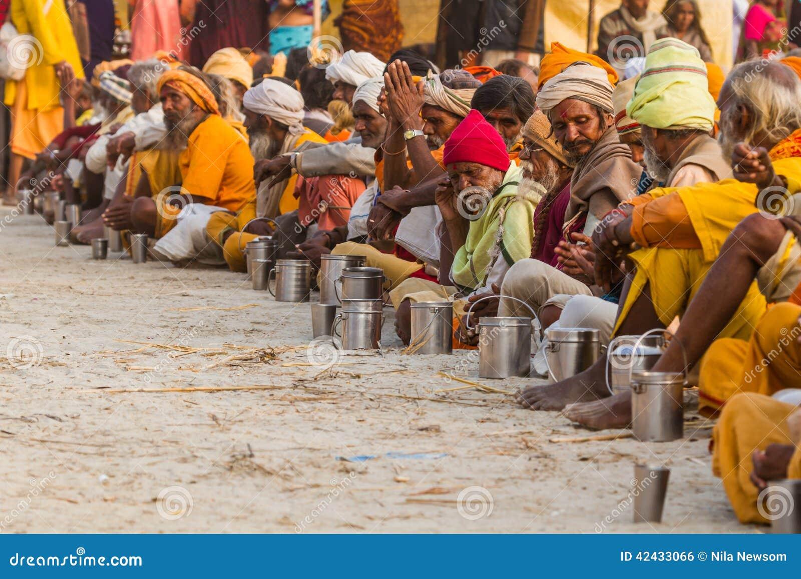 Sadhus hindú en el Kumbha Mela, la India