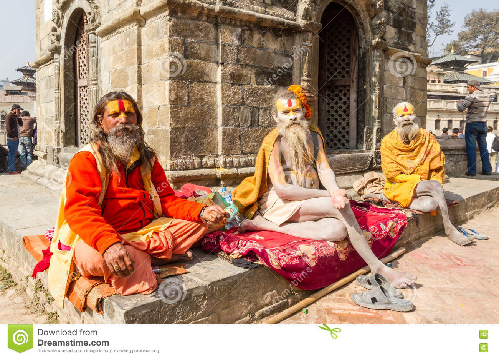 Sadhus przy Pashupatinath świątynią