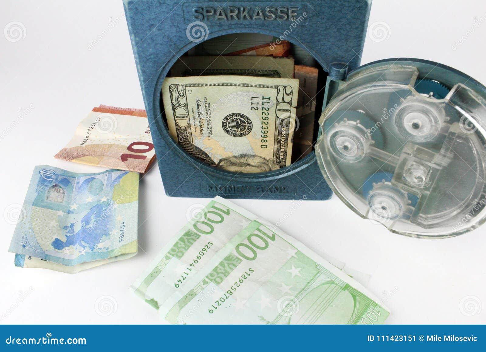 накапливать деньги