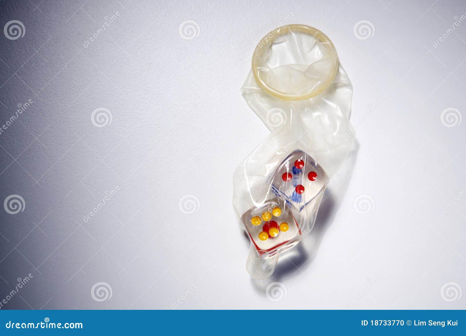 Презерватив на улице 11 фотография