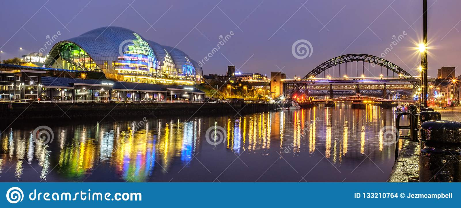 Sage Gateshead och Tyne Bridge