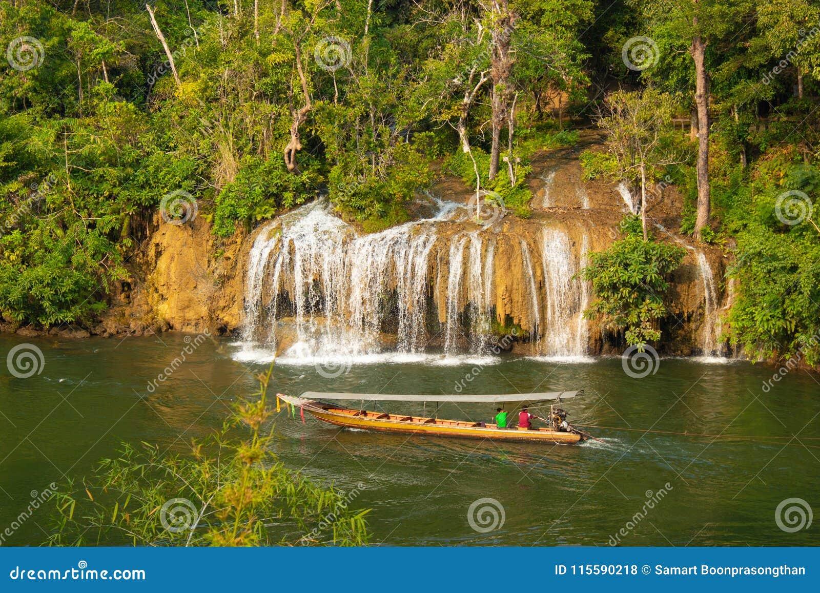 Sai Yok亚伊瀑布在泰国