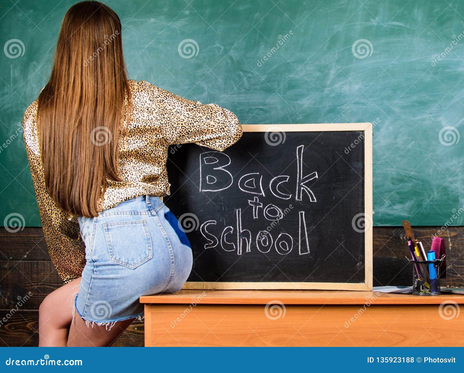 Saia da sarja de Nimes da menina que quebra regras da roupa da escola Código de vestimenta da escola Parte traseira e estudante d
