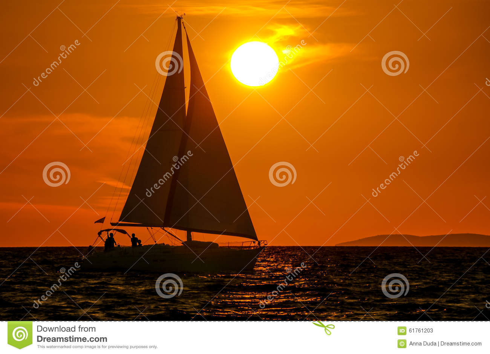 Sailboat-ηλιοβασίλεμα-πορτοκαλής ουρανός