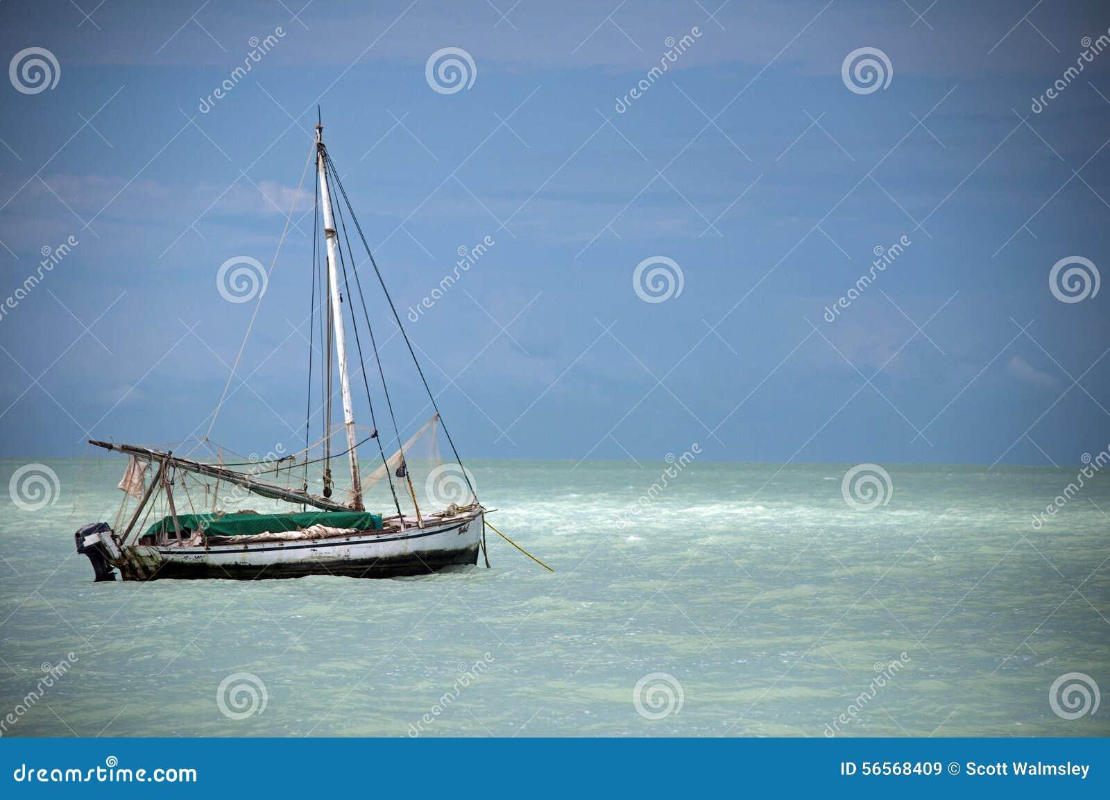 Download Sailboat που δένεται στα λασπώδη νερά των Καραϊβικών Θαλασσών, Μπελίζ Στοκ Εικόνα - εικόνα από κεντρικός, αλιεία: 56568409