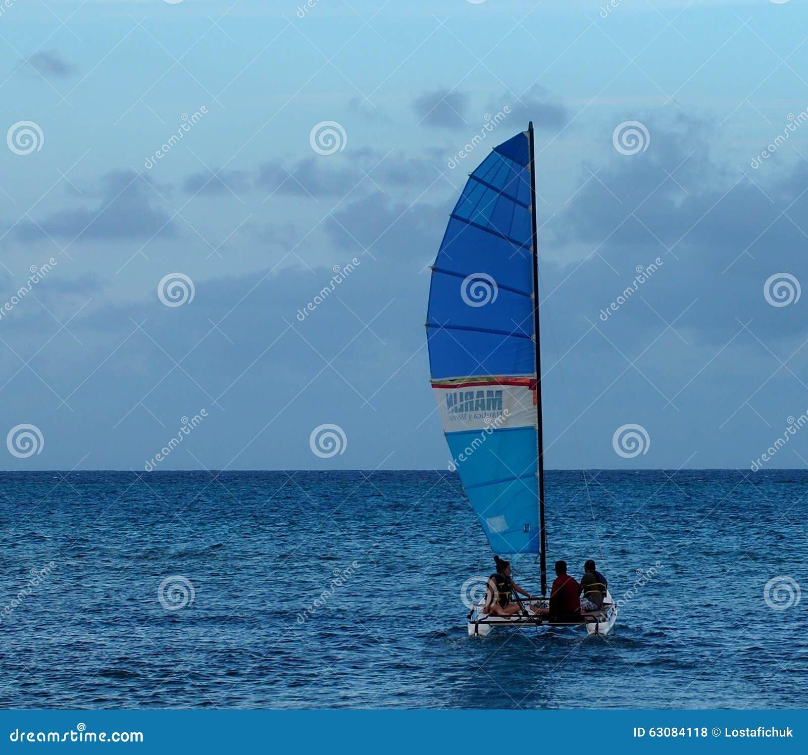 Download Sailboating au Cuba photo stock éditorial. Image du transport - 63084118