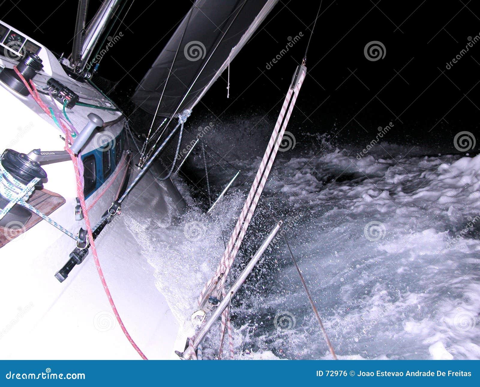 Sailing ночи