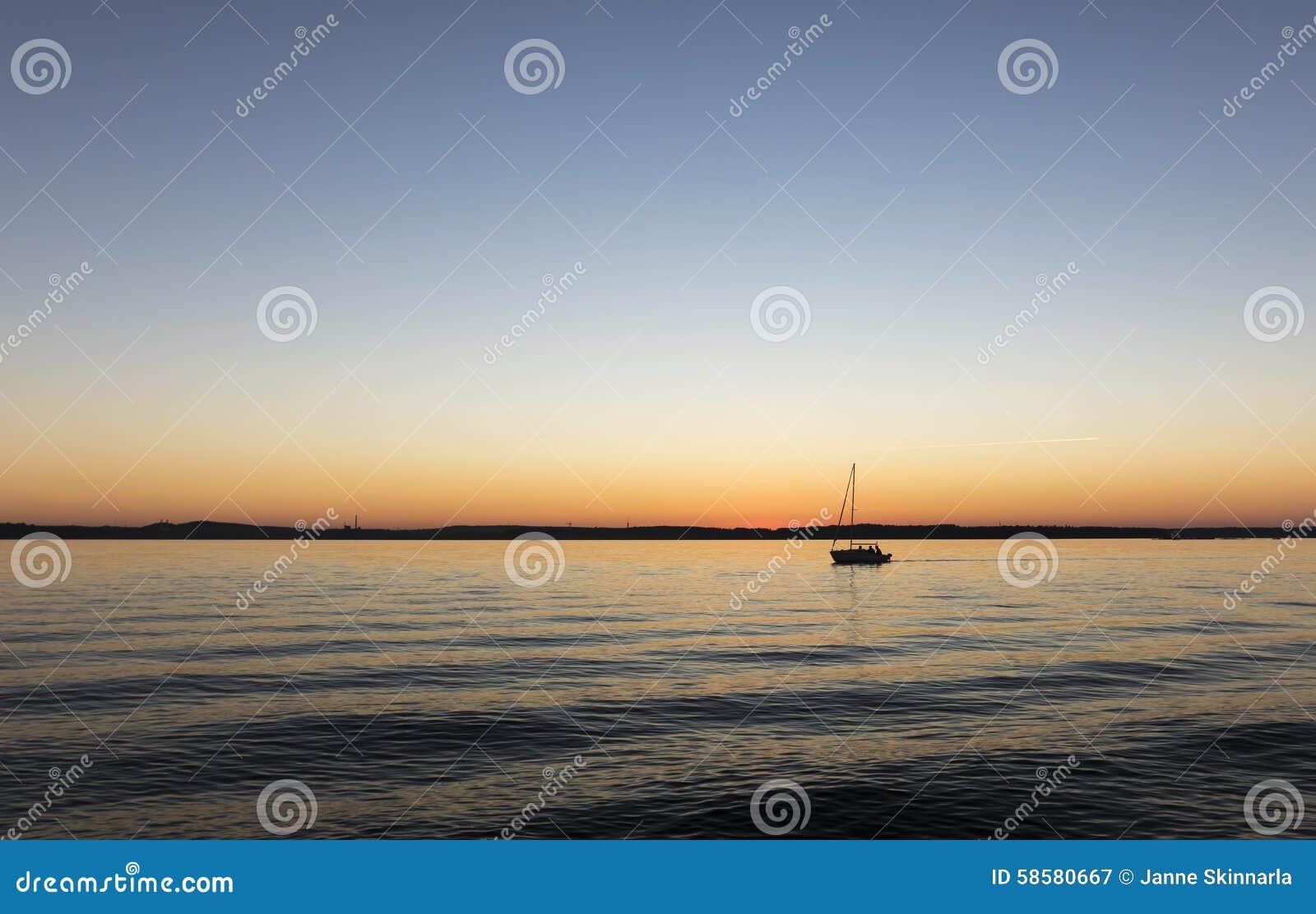 summer lake hispanic single men Welcoming str8 m/f couples/single women/single men: details: perverted piñata partylatin vibe by swinghearts white lake, ny: summer white party at the.