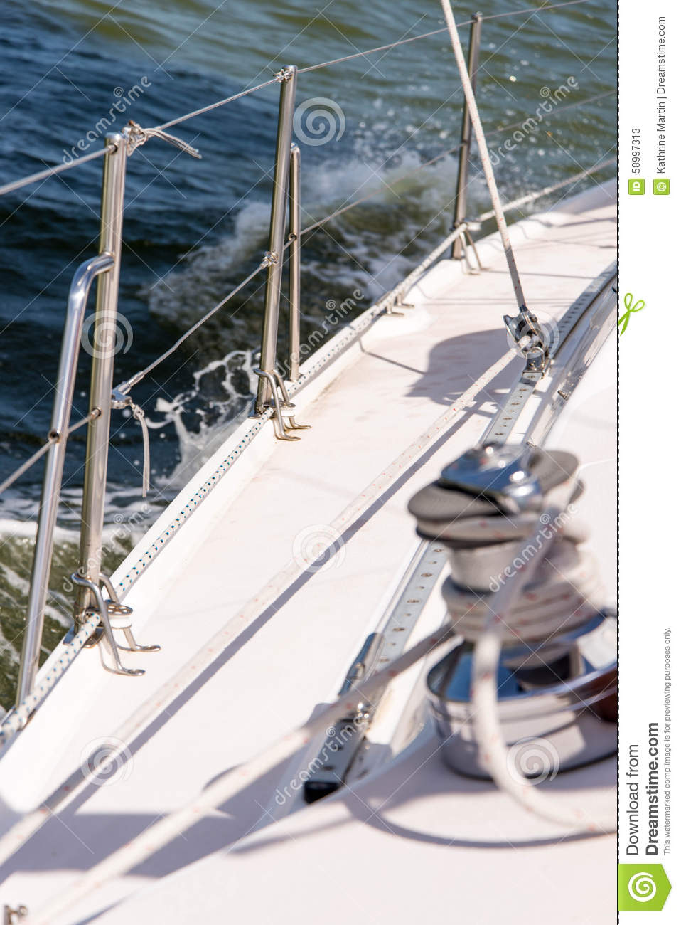 how to learn to sail a yacht in open ocean