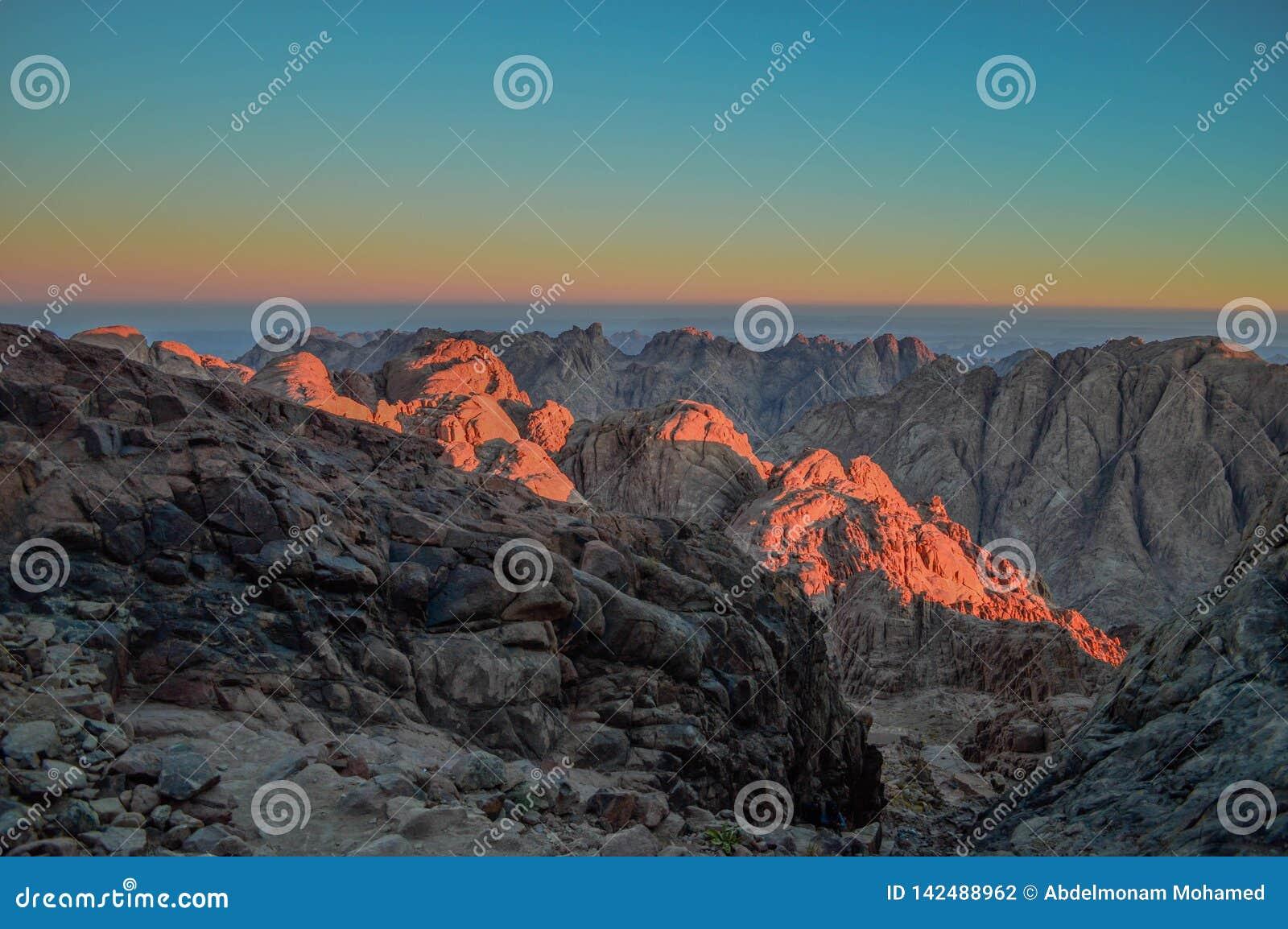 Saint Catherine Mountains na altura do nascer do sol