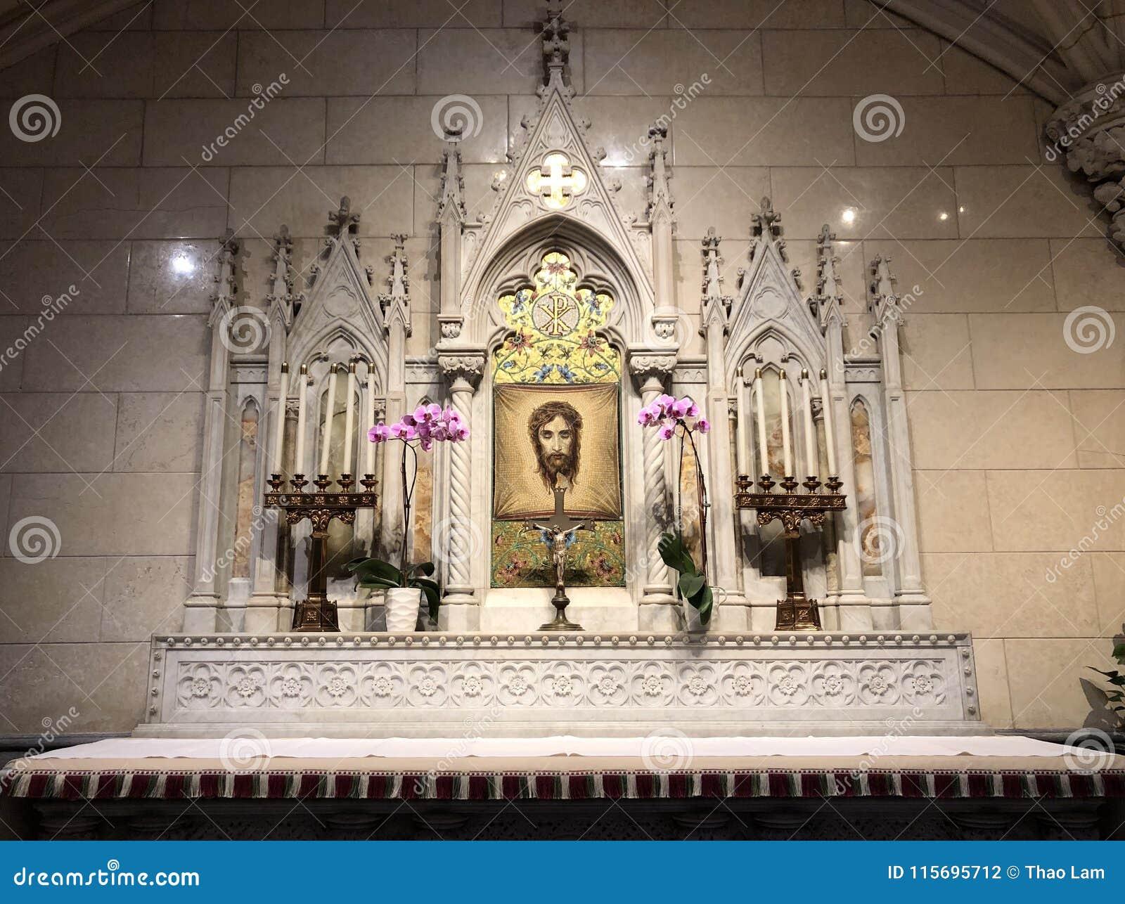 Saint lateral Patrick Cathedral do altar com o mosaico da cara santamente Jesus Christ de Turin da saia