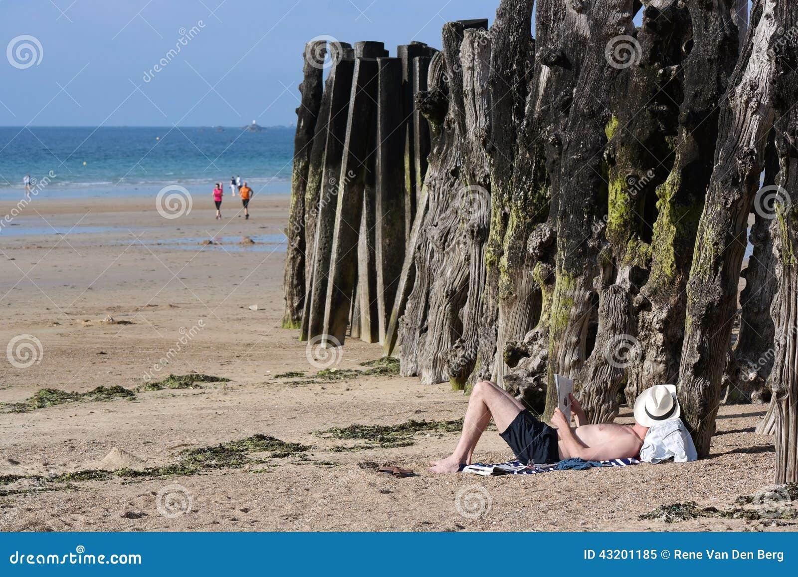 Download Saint Malo strand redaktionell foto. Bild av france, liggande - 43201185