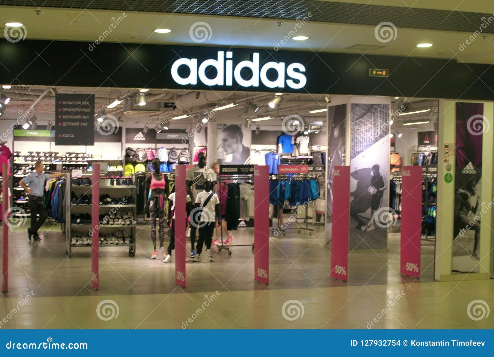 cobre motor Empotrar  Saint Petersburg, Russia - August 08, 2018: Shop Adidas In The Mall.  Company Logo. Editorial Stock Image - Image of logotype, international:  127932754