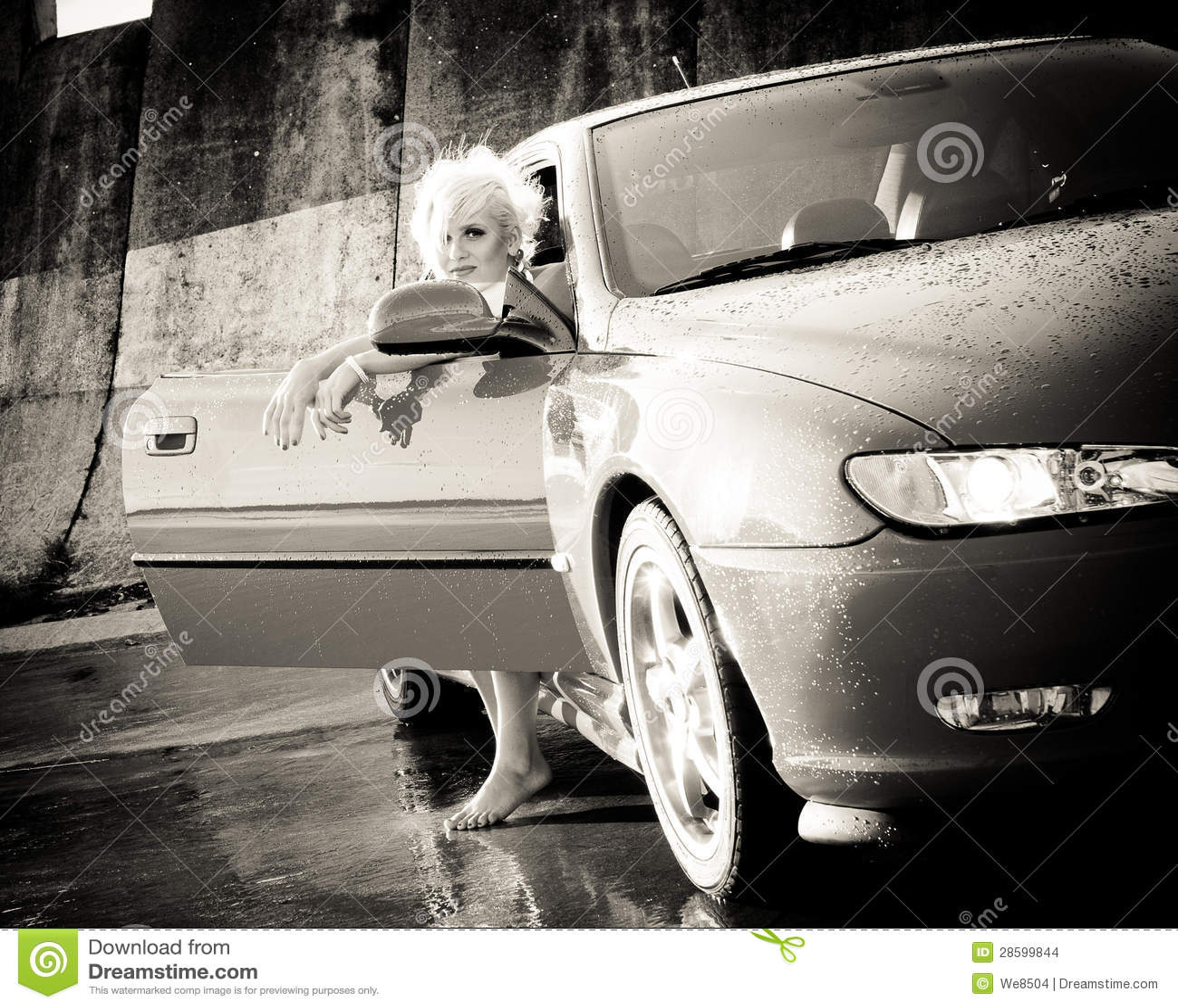 Sair bonito novo da mulher do carro desportivo