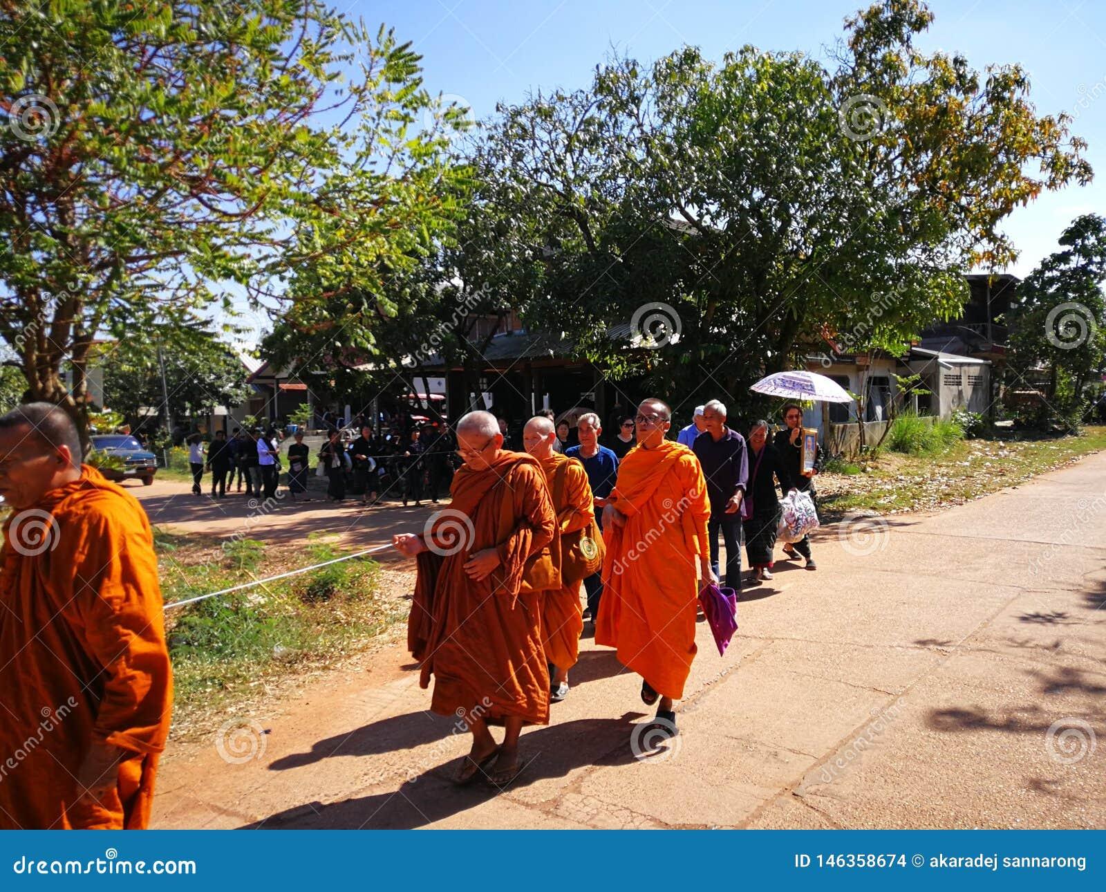 Sakon Nakhon Tailandia rituales budistas de marzo de 2019 relacionados con las muertes f?nebres en Tailandia rural