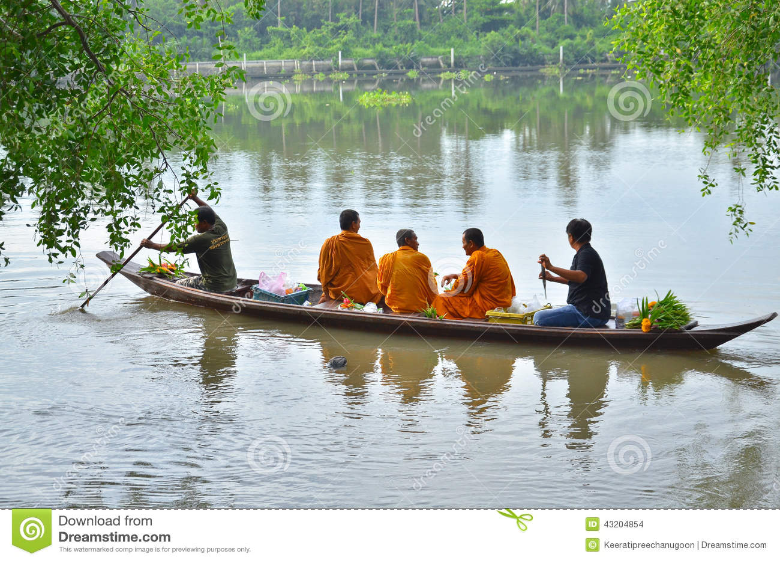 Download Sakonnakhon Thailand-Juli 8: Den Buddistiska Munken är Allmosan Redaktionell Fotografering för Bildbyråer - Bild av marknad, juli: 43204854