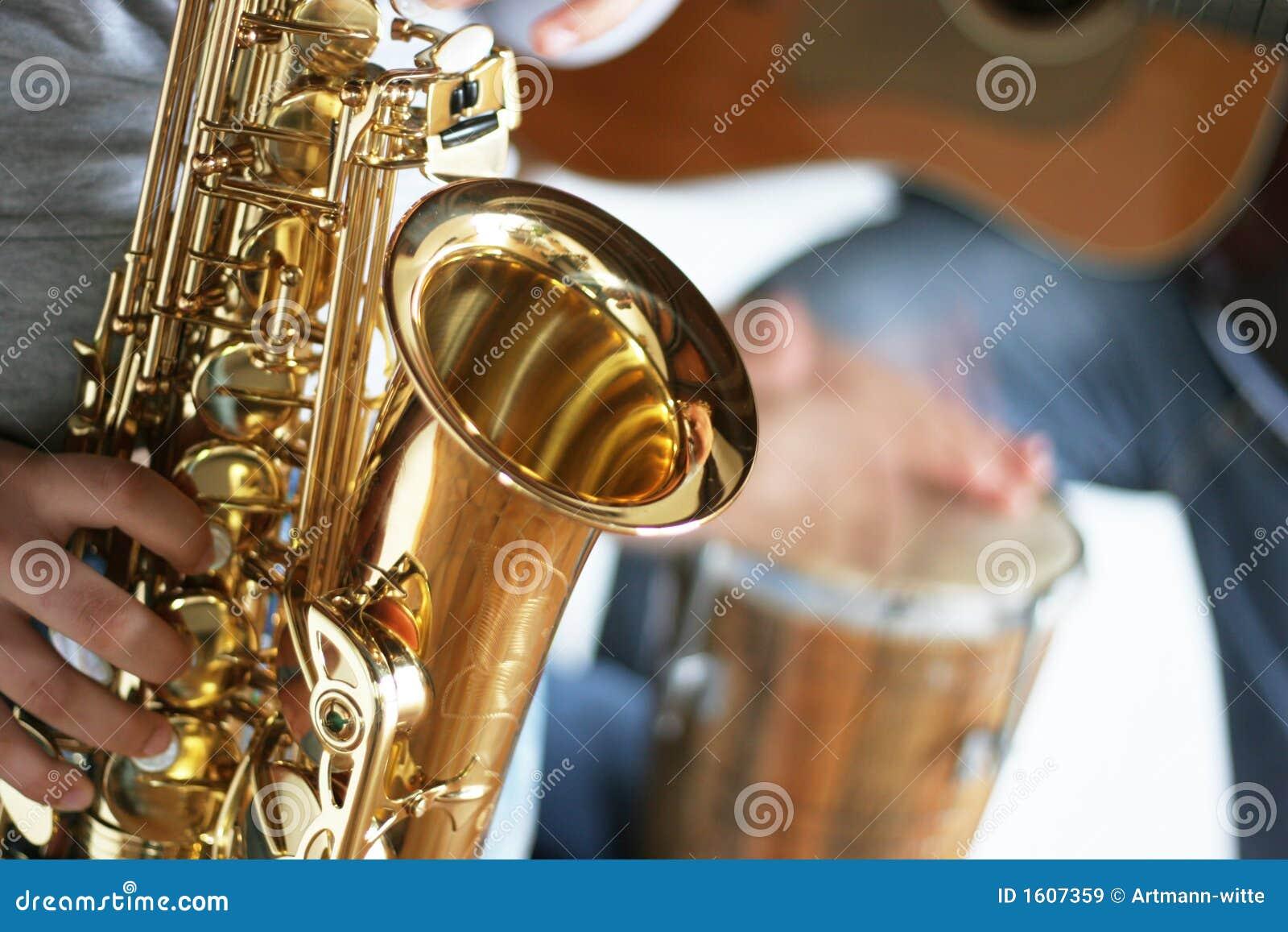 Saksofon gitary bębny