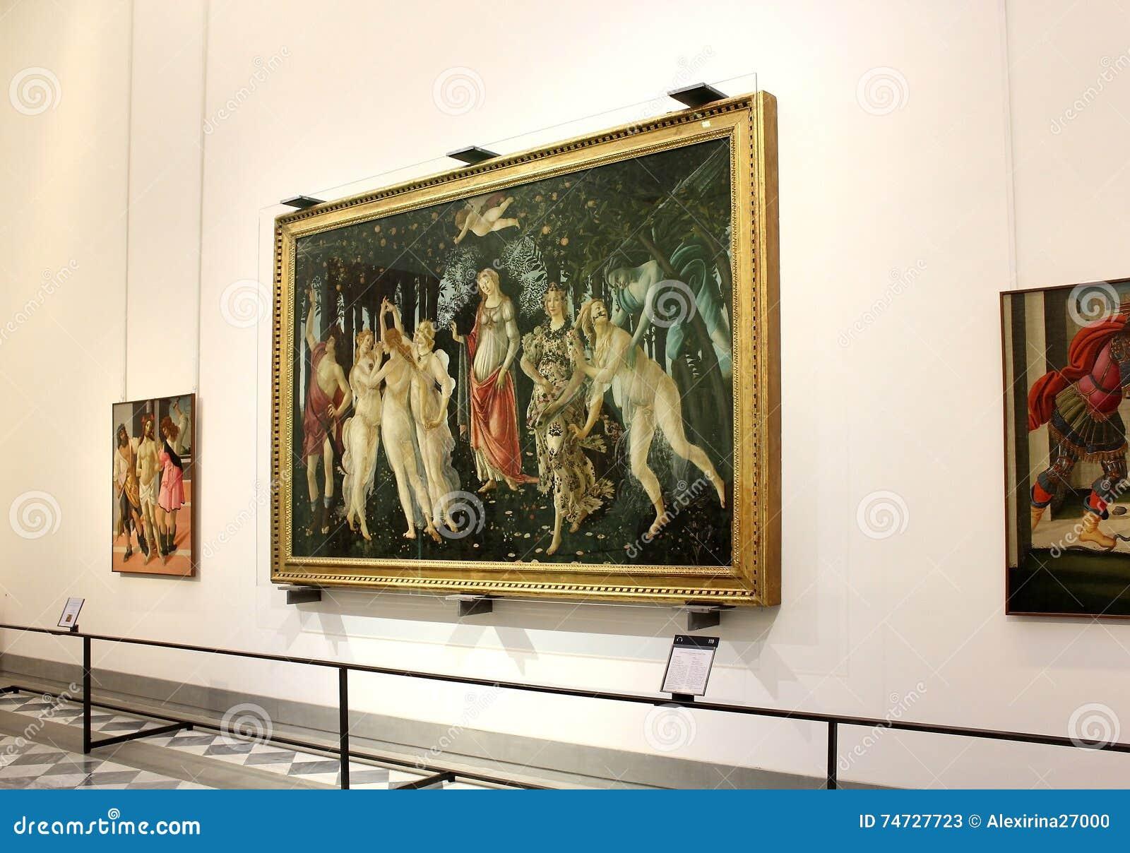 Salão com pinturas por Botticelli, galeria de Uffizi, Florença