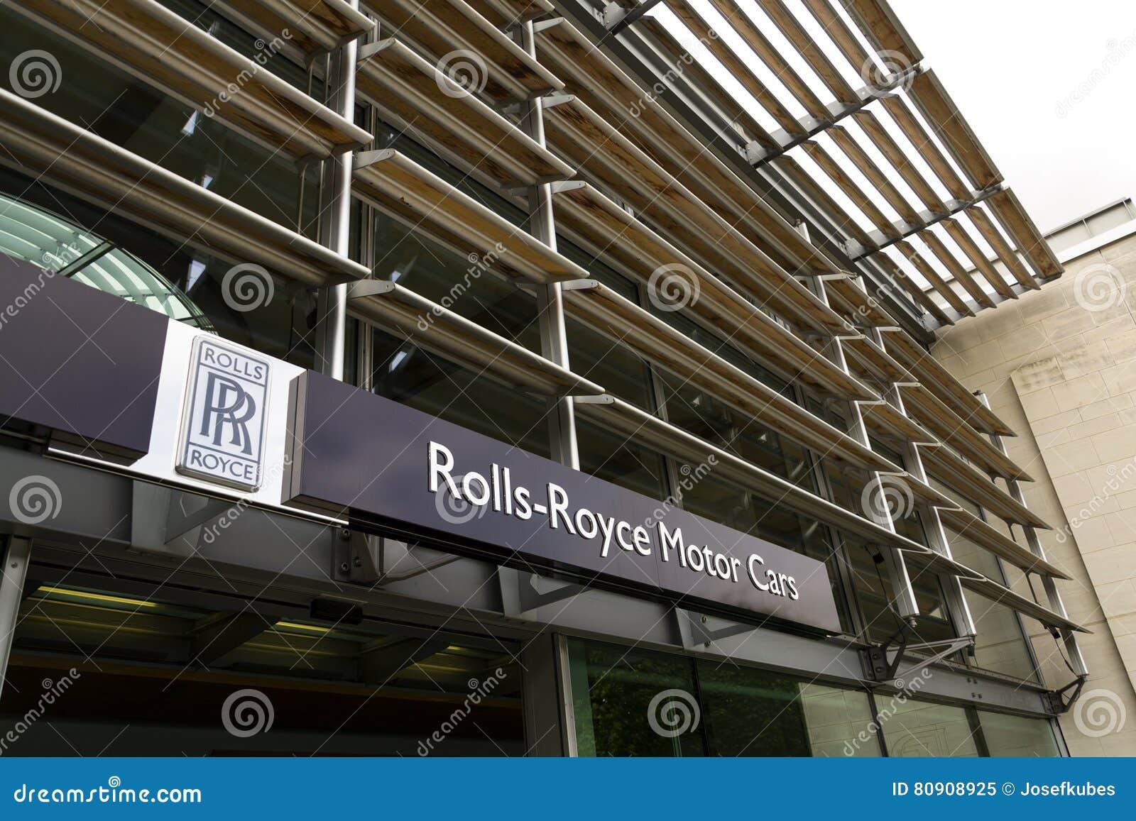 Salão de entrada dos carros de motor de Rolls royce na fábrica do carro de Goodwood