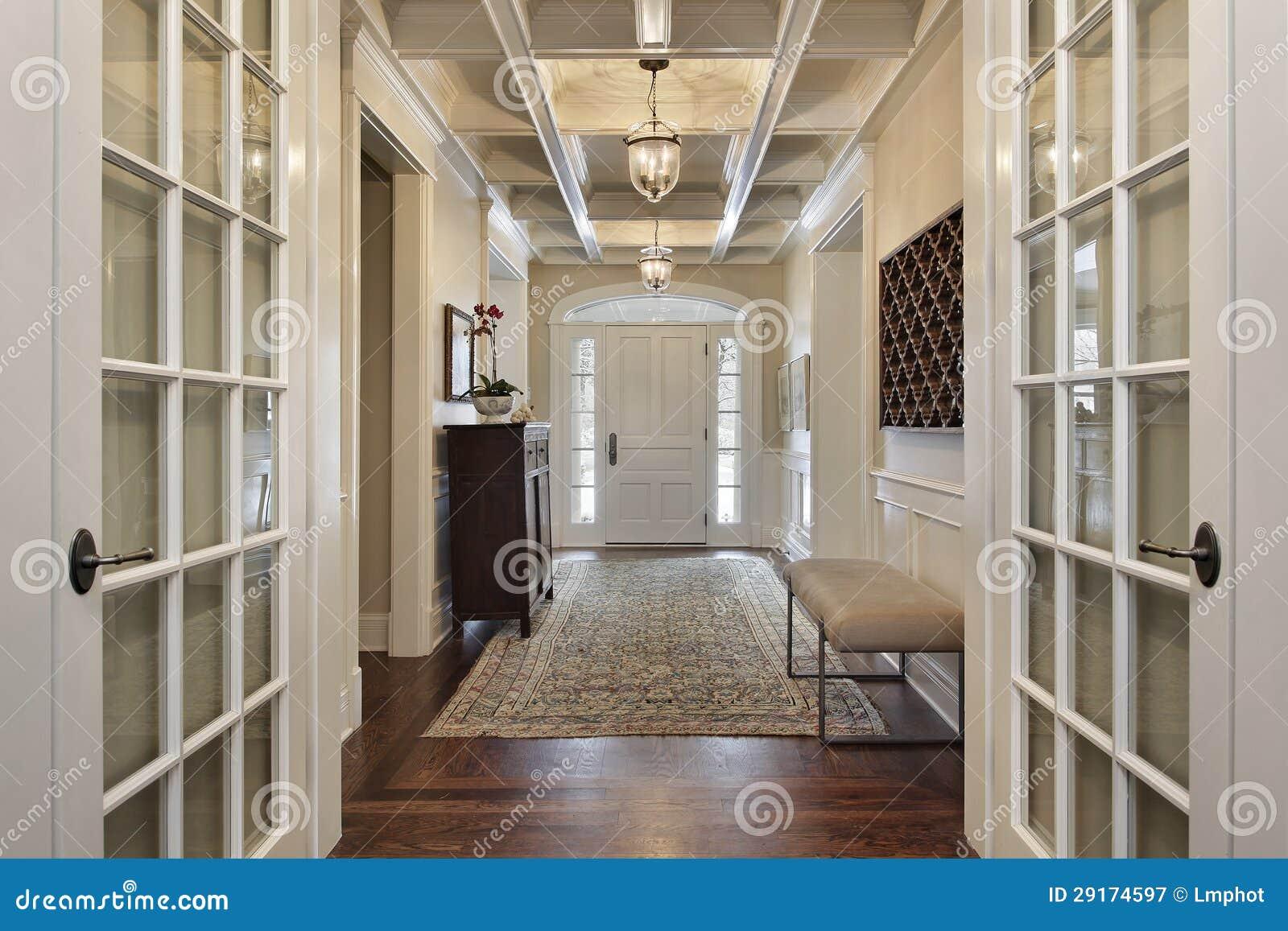 Sal n con las puertas francesas imagen de archivo imagen for Precio de puertas francesas