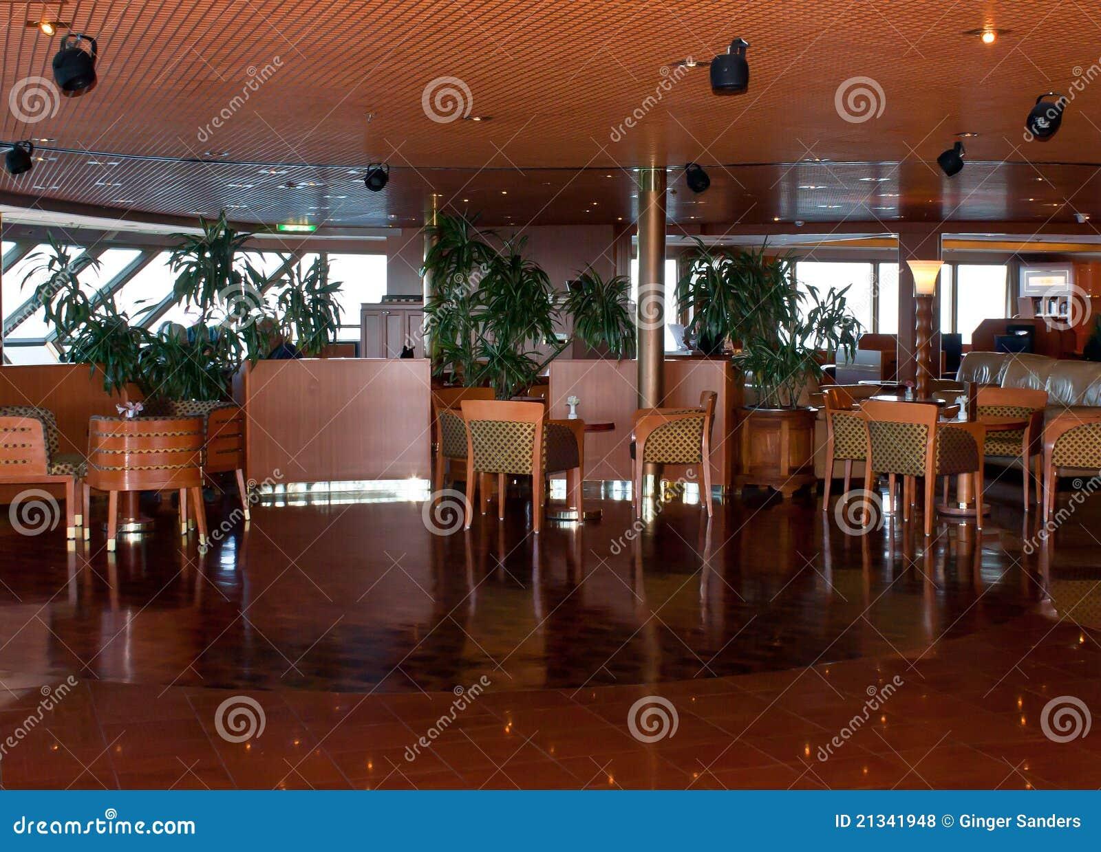 Salón elegante del barco de cruceros
