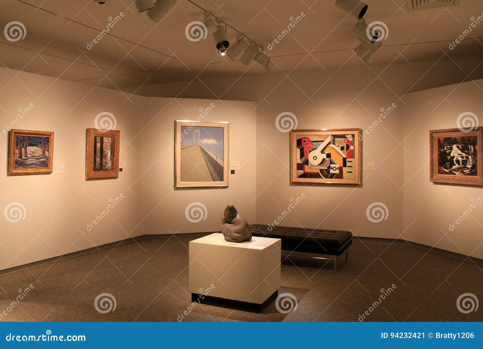 Sala bem iluminado com exemplos de coleções de belas artes, Art Gallery memorável, Rochester, New York, 2017