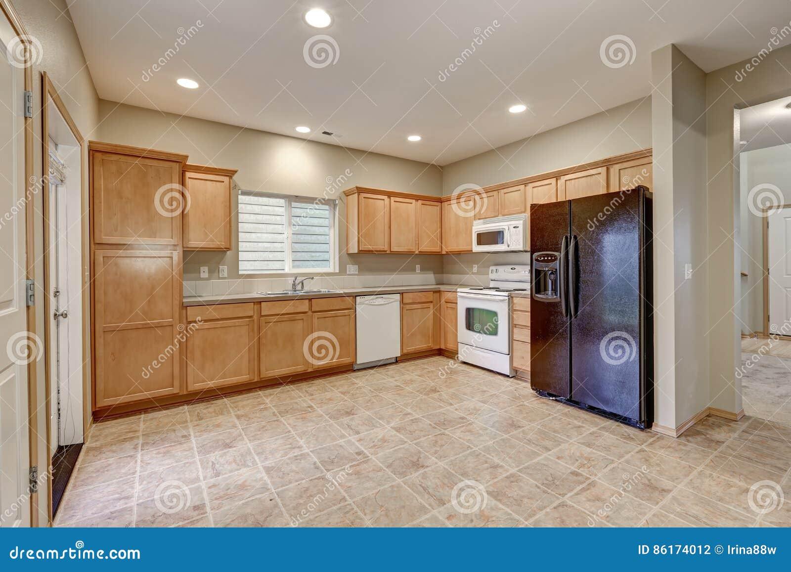 Sala Clara E Pairosa Da Cozinha Com Paredes Bege Foto De Stock  -> Cor De Parede Para Sala Clara