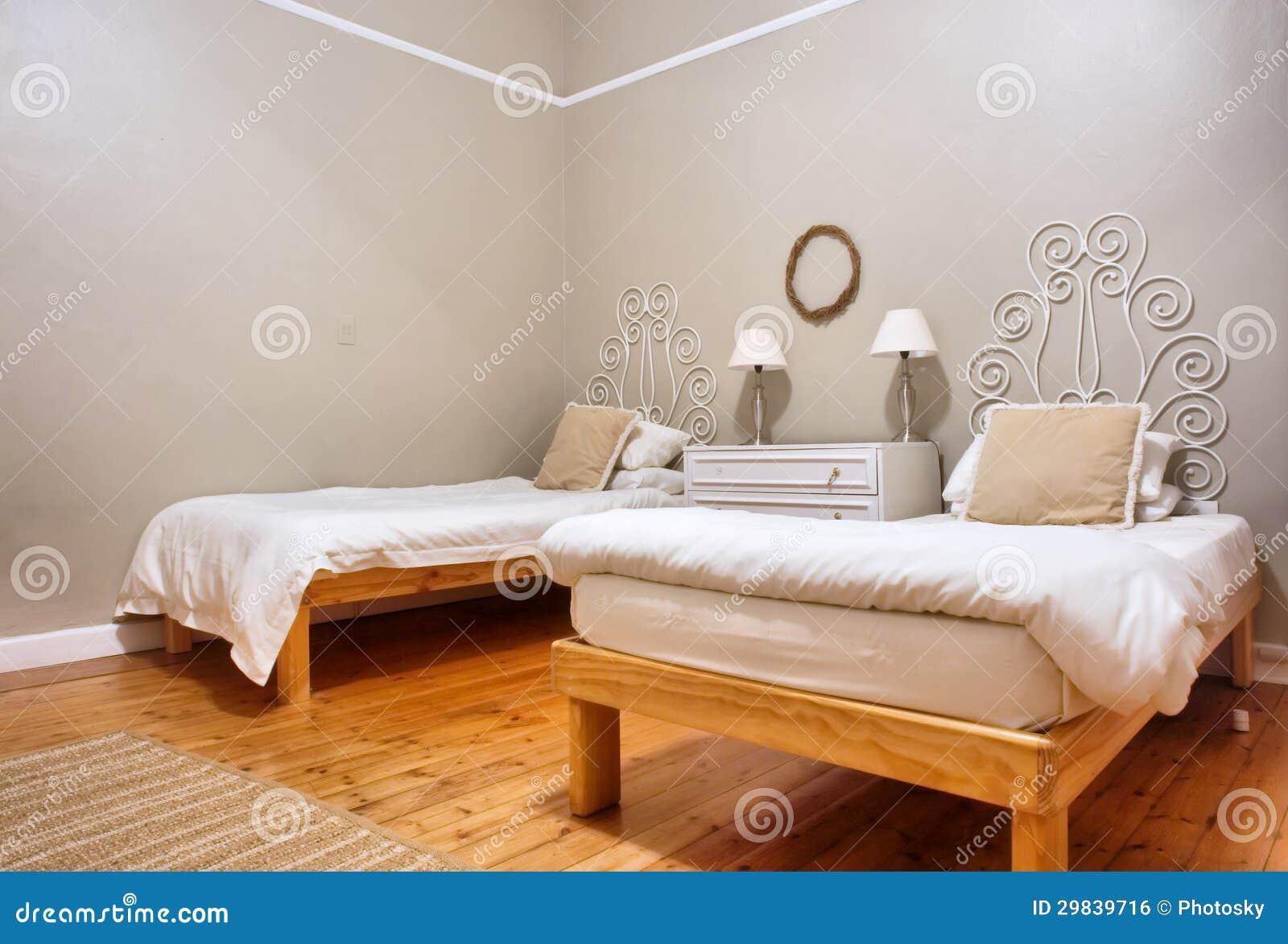 Sala com duas camas