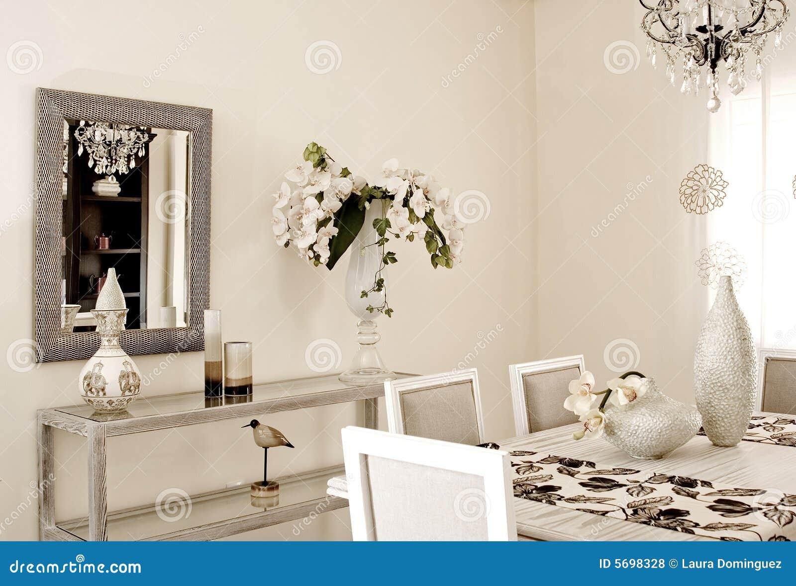 Sala Da Pranzo Classica E Moderna Di Colore Bianco. #84A922 1300 975 Sala Da Pranzo Classica