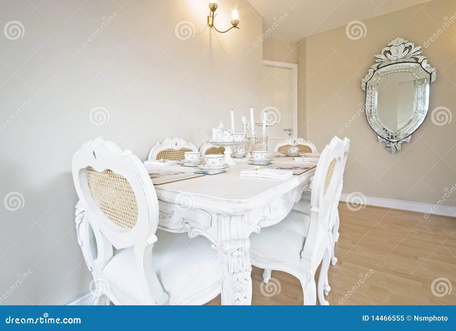 Sala Da Pranzo Antica Di Classe Di Stile Fotografia Stock Libera Da  #85A724 1300 960 Sala Da Pranzo Antica Roma