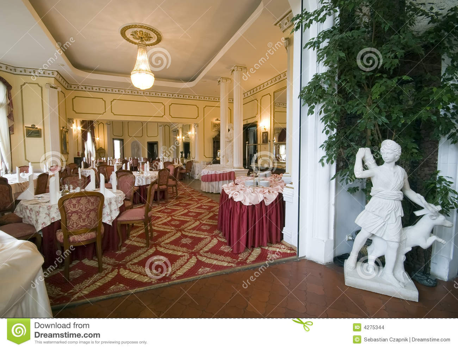 Una Sala Da Pranzo Classica In Una COLLEZIONE Degli INTERIORI Dell  #936E38 1300 1007 Quadri Per Sala Da Pranzo Classica