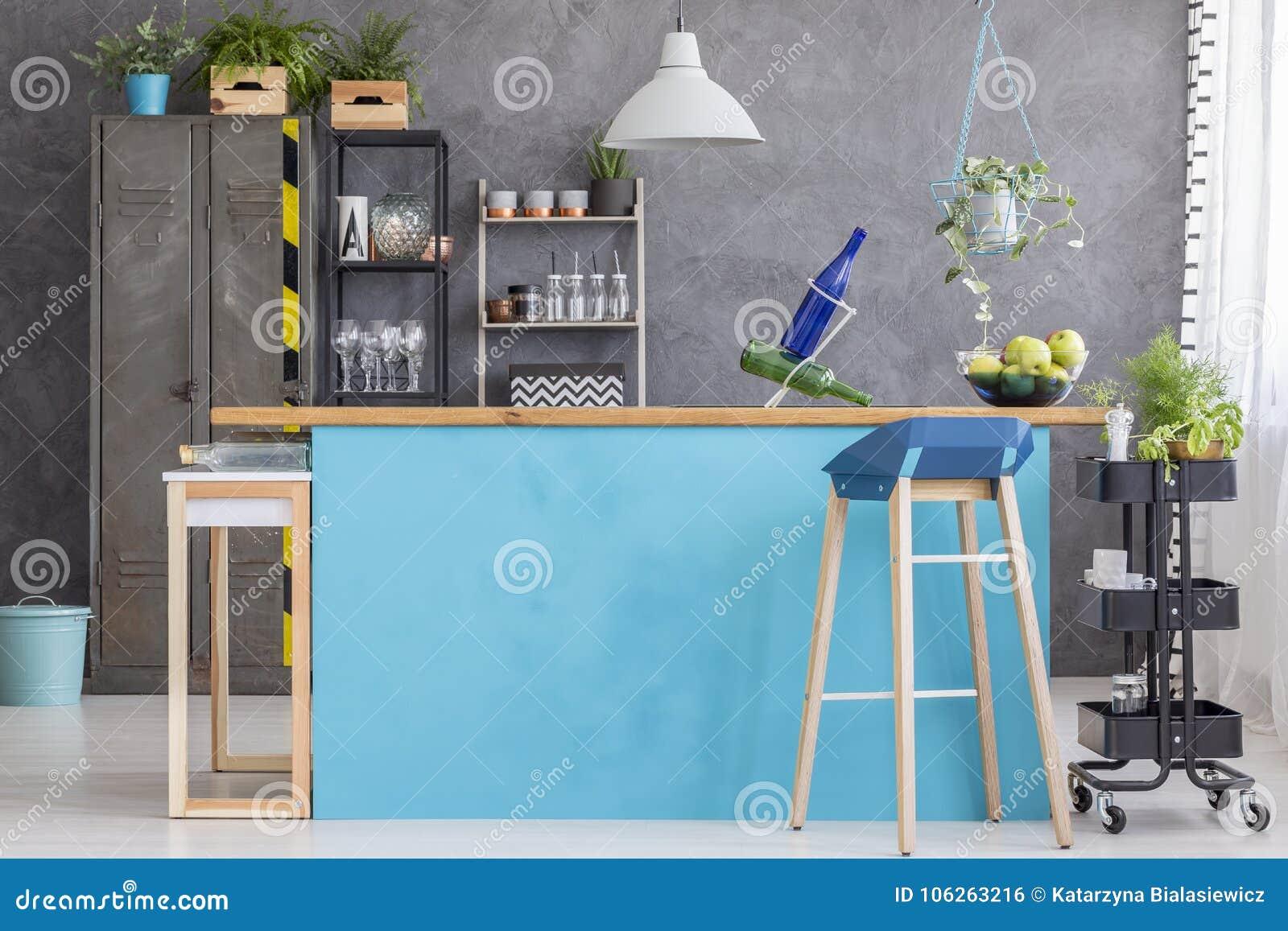 Sala da pranzo con il cucinino blu fotografia stock immagine di