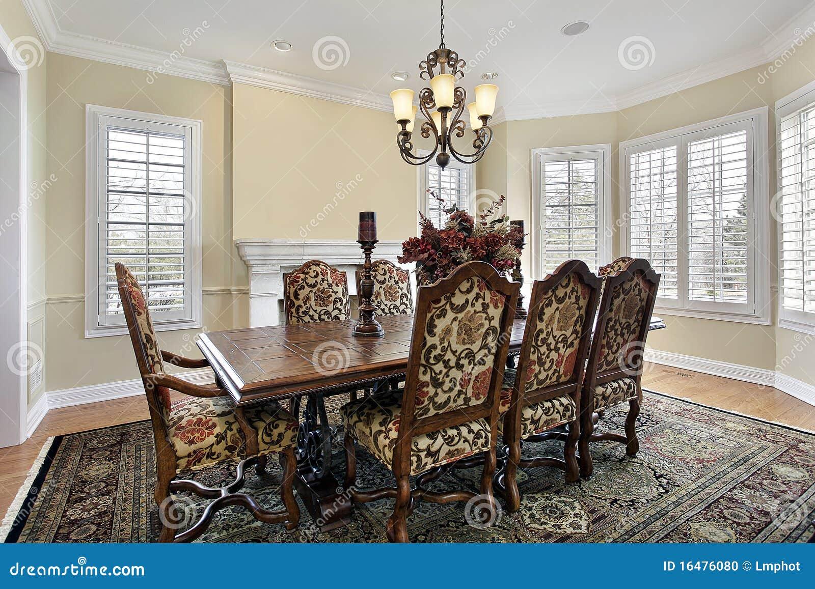Sala da pranzo con le pareti color crema fotografia stock - Colori pareti sala da pranzo ...
