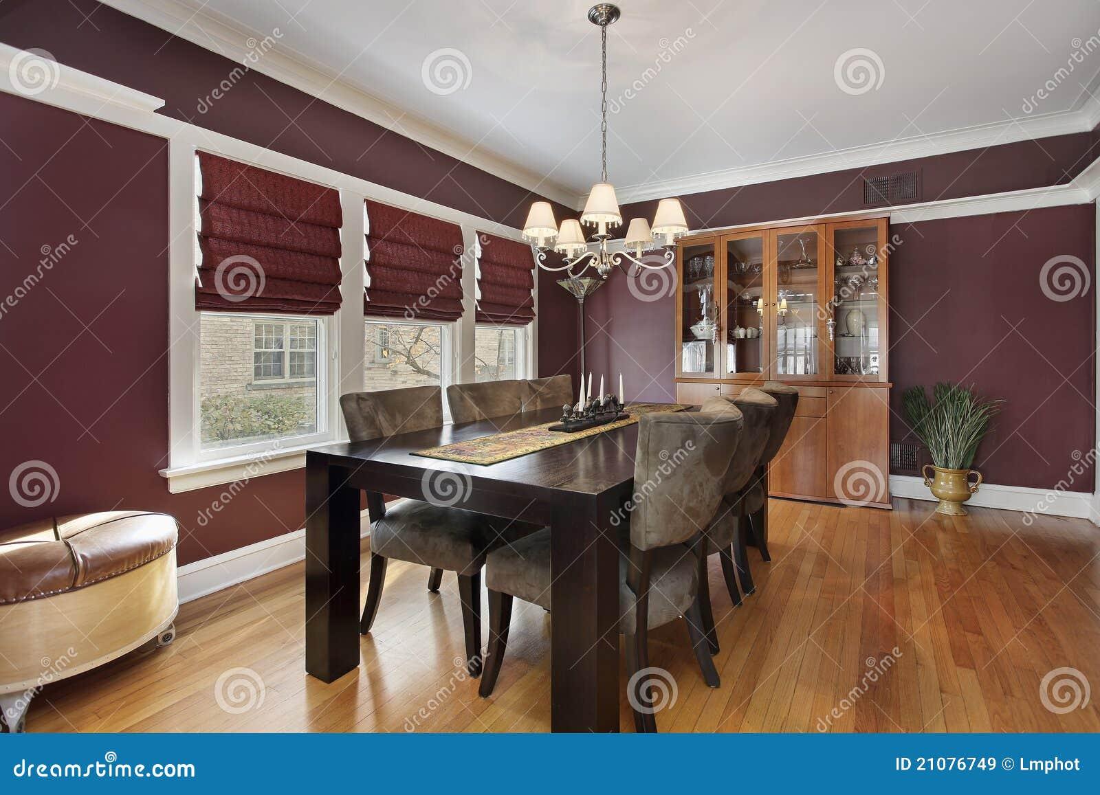 Sala da pranzo con le pareti marrone rossiccio immagine stock immagine di decori pavimento - Pareti sala da pranzo ...