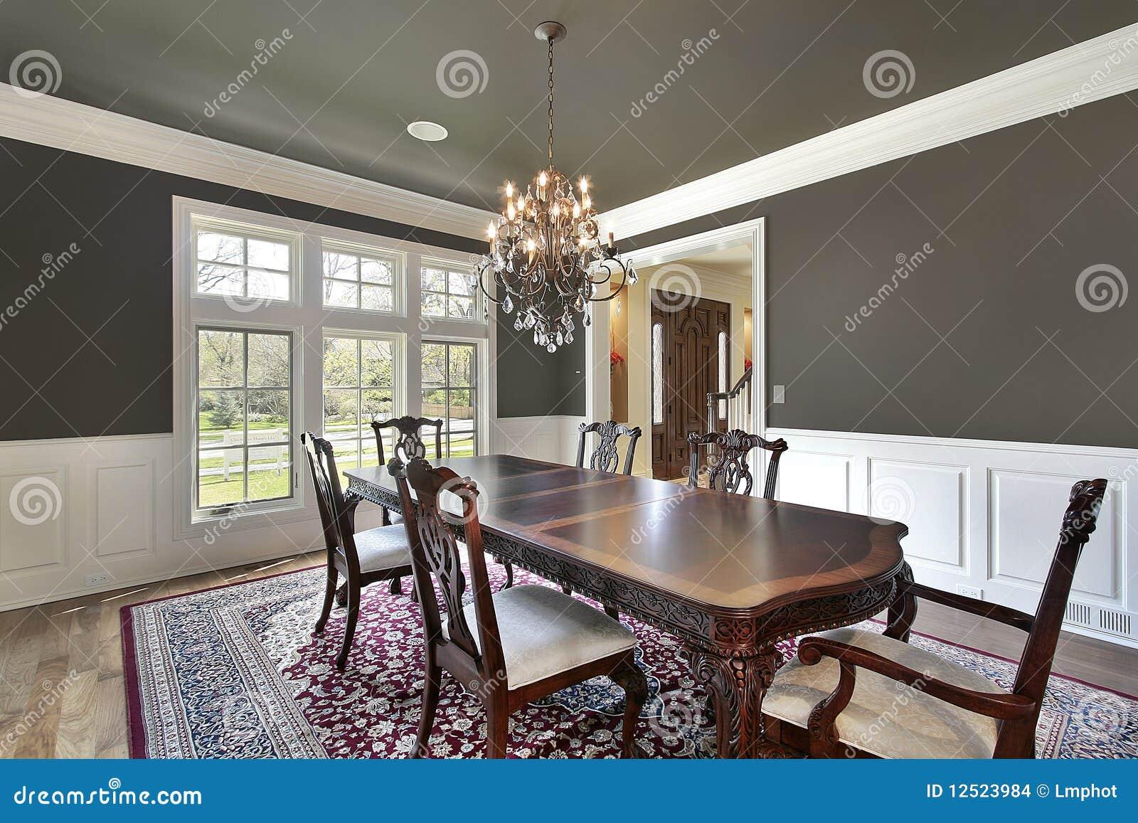 Sala da pranzo con le pareti oliva colorate fotografia stock immagine di pasto famiglia 12523984 - Pareti sala da pranzo ...