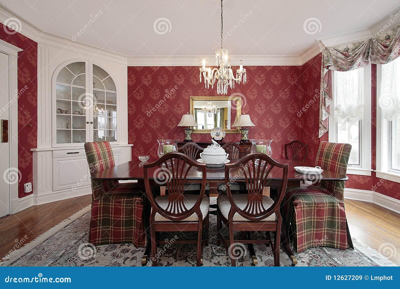 Sala da pranzo con le pareti rosse immagini stock libere for Pareti sala da pranzo