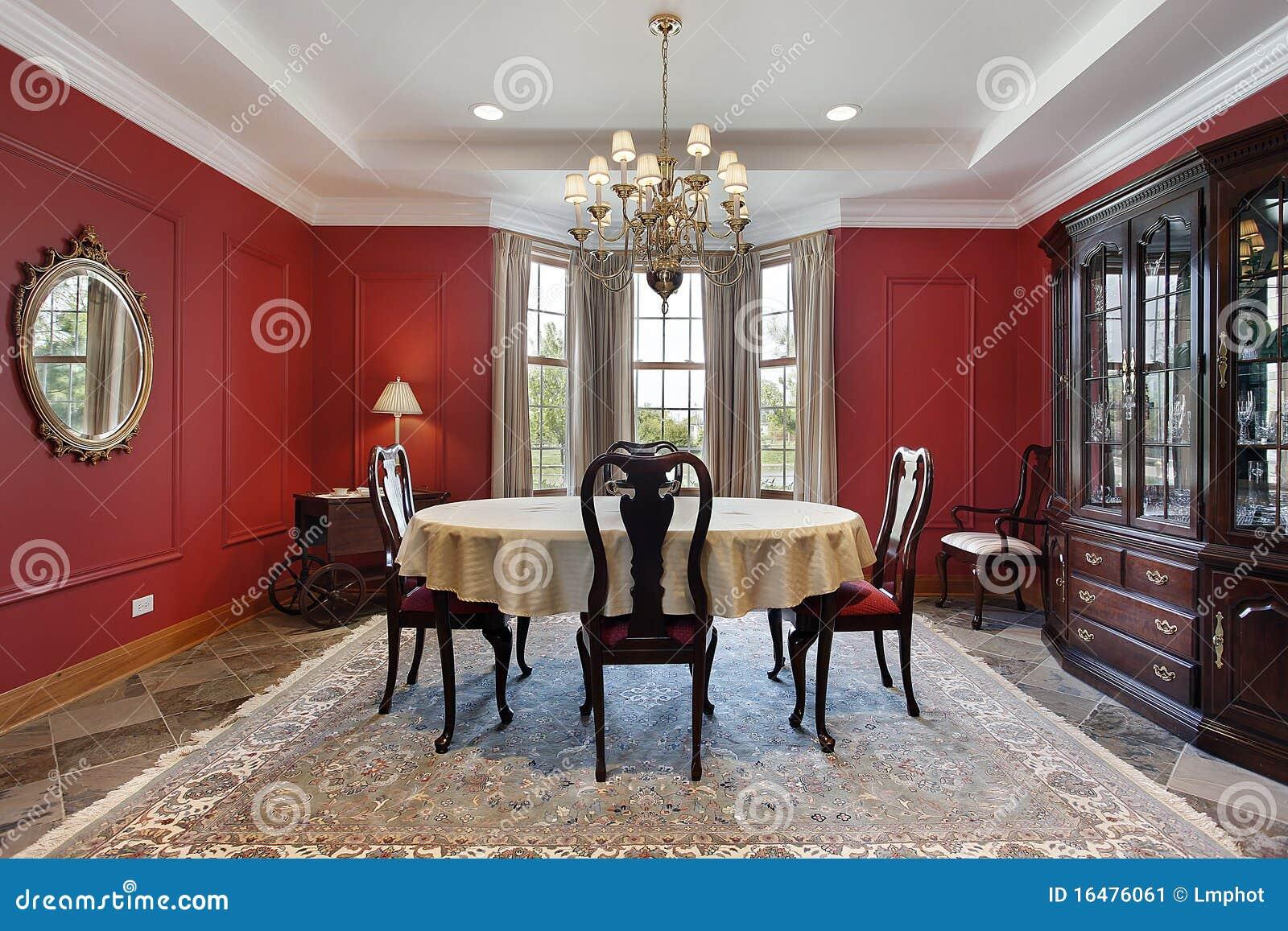 Sala Da Pranzo Con Le Pareti Rosse Immagine Stock - Immagine di ...