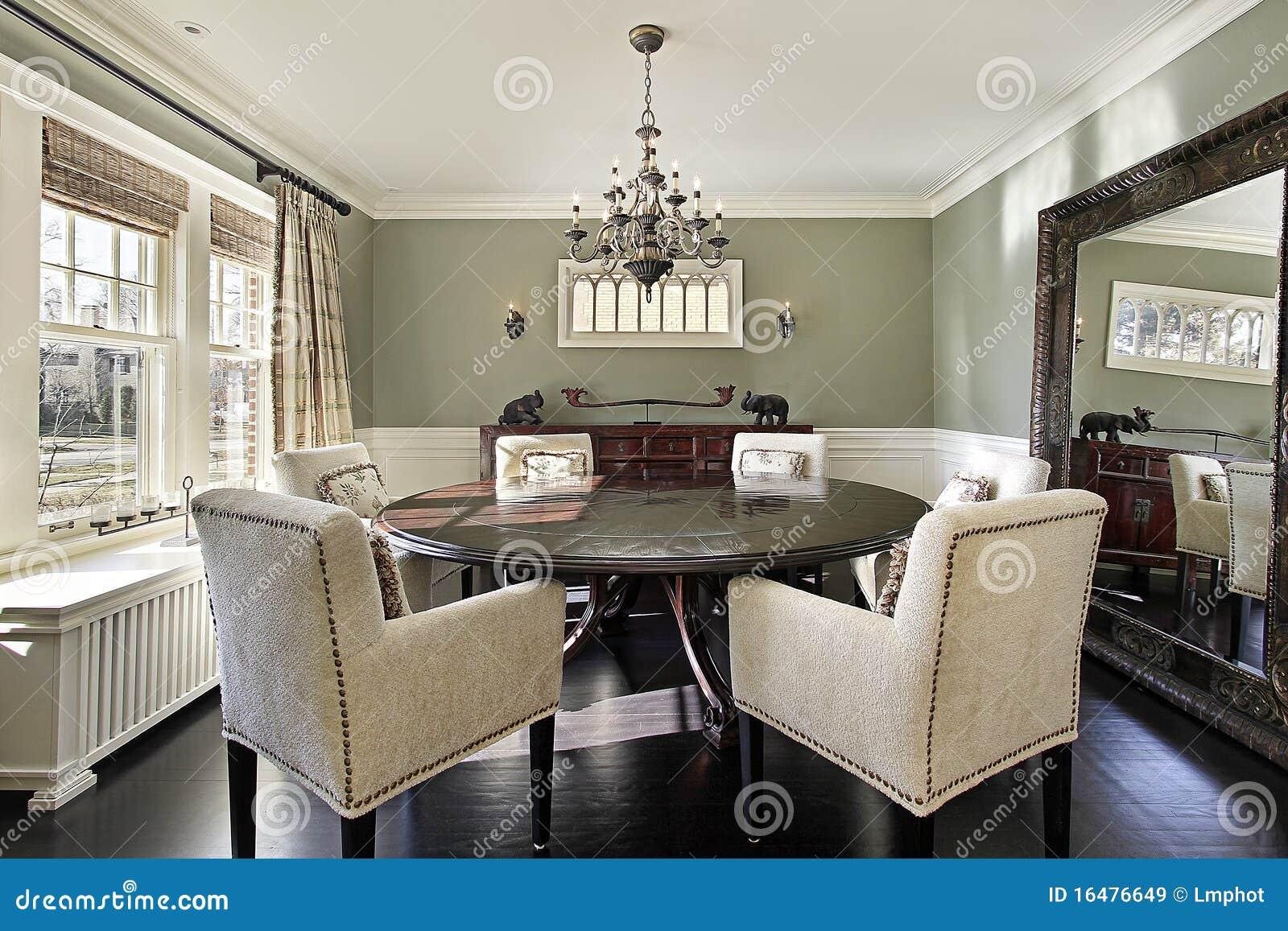 Monicolour colore alle pareti in perfetto stile london - Colori pareti sala da pranzo ...
