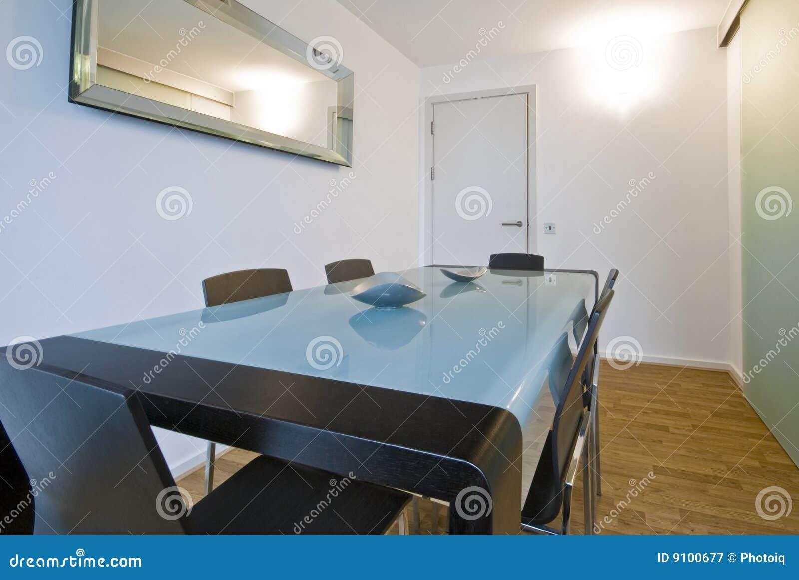 Libera Da Diritti: Sala Da Pranzo Con Mobilia Minimalistic Moderna #836536 1300 960 Sala Da Pranzo Conforama