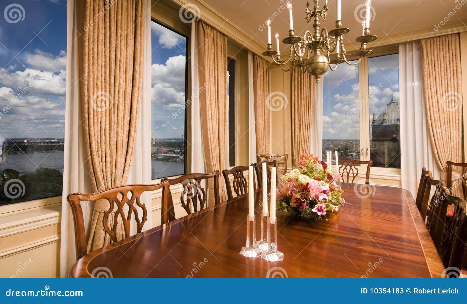 Sala Da Pranzo Dell Attico Con La Vista New York City Immagine Stock