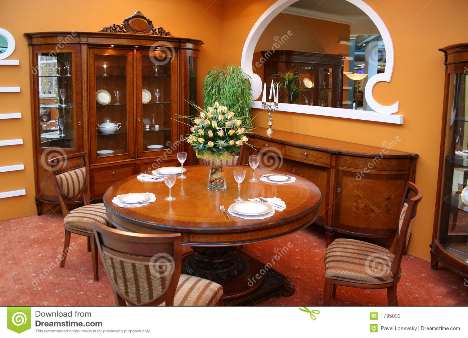 Sala da pranzo di lusso immagine stock. Immagine di pranzare - 1795033