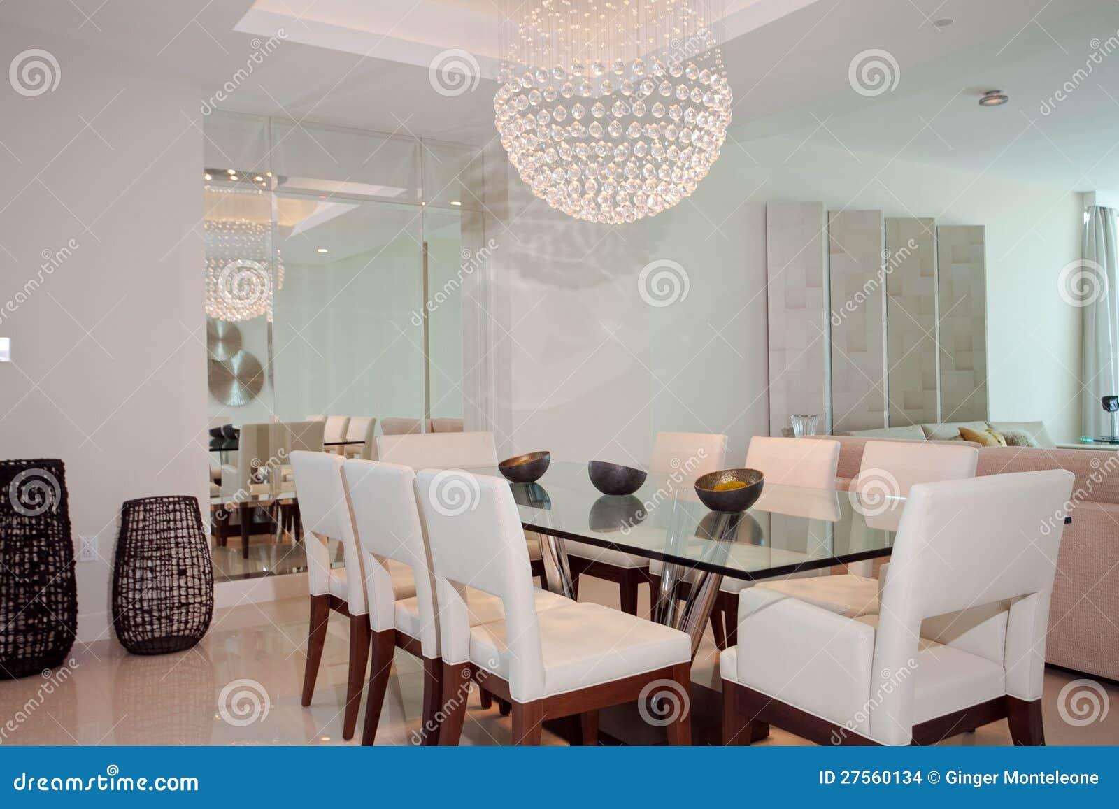 Sala Da Pranzo Di Lusso Immagini Stock Immagine: 27560134 #82A229 1300 957 Lampade Per Sala Da Pranzo