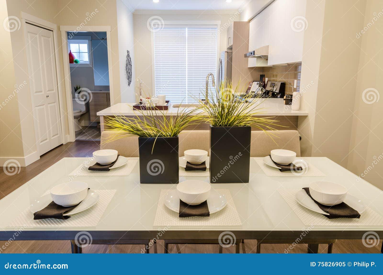 Sala da pranzo e cucina immagine stock. Immagine di ...